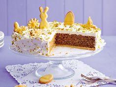 Diese Rübli-Torte ist an Ostern einfach ein Muss: Sie schmeckt wirklich allen und ist ein absoluter Hingucker auf der Ostertafel. Achtung: Bei dieser Torte will jeder ein zweites Stück! #osterfest #ostern #rübli #torte #backen #lecker #daskochrezept Naked Cakes, Vanilla Cake, Birthday Candles, Carrots, Desserts, Food, Carrot Cakes, Google, Cute Baking