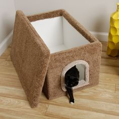 Hide an unsightly litter box with this specially designed carpeted litter box enclosure from New Cat Condos. With a removable lid, this enclosure makes cleaning convenient. Inside its carpeted exterior is easy-case stain-resistant flooring.