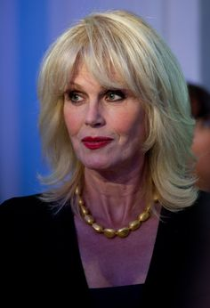 Joanna Lumley Photos Photos: An Evening With Downton Abbey - Raising Money For Merlin - The Medical Relief Charity Stylish Older Women, Joanna Lumley, Stay Young, Layered Haircuts, Aging Gracefully, Hair Today, Hair Cuts, Hair Beauty, Beautiful Women
