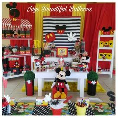 Mickey Mouse First Birthday, Minnie Mouse, First Birthdays, Balloons, Projects To Try, Table Decorations, Holiday Decor, Beautiful, Home Decor