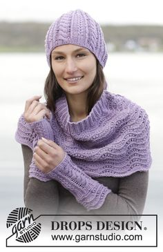"""Sweet Lily - Knitted DROPS neck warmer, wrist warmers and hat with wave pattern, rib and cables in """"Cotton Merino"""". - Free pattern by DROPS Design Fingerless Gloves Knitted, Knitted Poncho, Knitted Hats, Crochet Hats, Drops Design, Baby Knitting Patterns, Crochet Patterns, Free Knitting, Magazine Drops"""