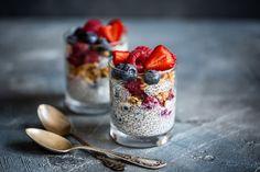 Syön usein aamiaiseksi chiapuuroa kookosmaitoon tehtynä. Onko siinä kuitenkin turhan runsaasti epäterveellistä rasvaa? Best High Fiber Foods, Fiber Rich Foods, Superfood, Vanilla Chia Pudding, Lean Protein, How To Eat Less, Diet And Nutrition, Lower Cholesterol, Stevia