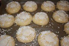 Ranteita myöjen taikinasa: Voisilmäpullat (myös gluteenittomana) Hamburger, Bread, Sweet, Desserts, Food, Candy, Tailgate Desserts, Deserts, Brot