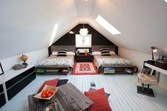 chambre sous combles avec lits jumeaux