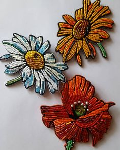 Embroidery Flowers Beads Ideas For 2019 Tambour Embroidery, Embroidery Monogram, Bead Embroidery Jewelry, Fabric Jewelry, Jewelry Art, Beaded Brooch, Beaded Earrings, Beaded Jewelry, Beading Patterns