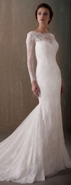 Lace fitted Wedding Dress by Adrianna Papell Platinum | @houseofwubrands  #AdriannaPapellPlatinum #AdriannaPapell #HouseofWu