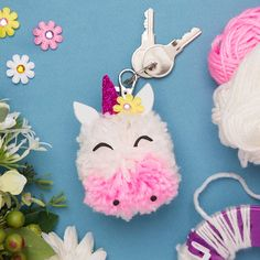 Pom Pom Crafts Ideas Quick and Easy Project - Wanda Olesin Crafts For Teens To Make, Diy For Girls, Crafts To Sell, Diy And Crafts, Diy Pompon, Teen Girl Crafts, Pom Pom Animals, Art And Hobby, Craft Stalls