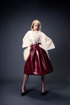 Flare Skirt von Azhand Shokohi jetzt auf nelou.com shoppen. Und 5500 weitere Designs mehr.