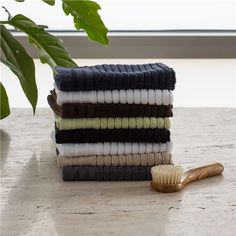 Organic Cotton Jacquard Rib  Hand Towel - Raised ribbing gives these luxuriously soft towels the look and feel of modern comfort.