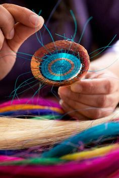 Trabajos en crin (Crin is dyed horsehair, used to weave intricate patterns and figures -- a cultural tradition in Rari, Chile. Space Shows, Horse Hair, Jewelry Art, Chile, Washer Necklace, Jewerly, Weaving, Jewelry Making, Artsy