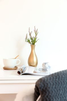 Gold vase. Spraypainted DIY