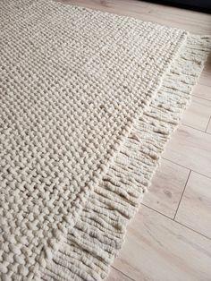 Wool Yarn, Wool Rug, Modern Rustic Homes, Modern Rugs, Floor Rugs, Hand Weaving, Area Rugs, Carpet, Handmade