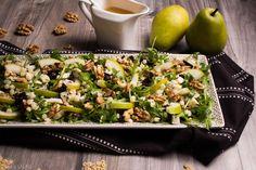 STARA ŚPIEWKA, NOWA NUTA! Sałatka z makaronem, rukolą, gruszkami, serem z niebieską pleśnią, orzechami włoski i suszonymi śliwkami.