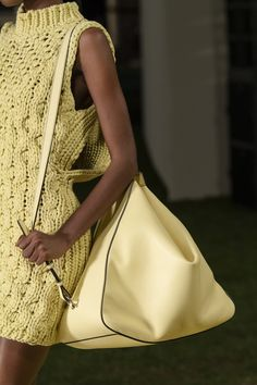 Knit Fashion, Fashion Bags, Womens Fashion, Milan Fashion, Leather Accessories, Women Accessories, Fashion Accessories, Looks Street Style, Yellow Fashion