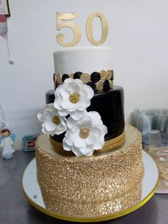 50th Birthday Cake For Women, 50th Birthday Party Games, Elegant Birthday Cakes, Moms 50th Birthday, 40th Birthday Decorations, 40th Birthday Invitations, 40th Birthday Cakes, 70th Birthday Gifts, Sweet 16 Birthday