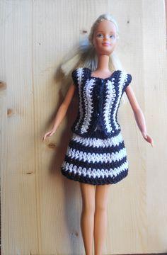 completo gonna e giacca all' uncinetto, moda per Barbie