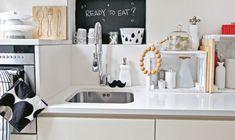 Hai un budget molto limitato? È possibile arredare casa quasi gratis senza perdere di vista estetica e funzionalità: segui i nostri consigli! Crates, Sink, Kitchen Appliances, Budget, Home Decor, Sink Tops, Diy Kitchen Appliances, Vessel Sink, Home Appliances