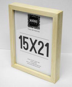 Portarretrato tipo box en madera natural marupá para fotos de 15x21 cm.