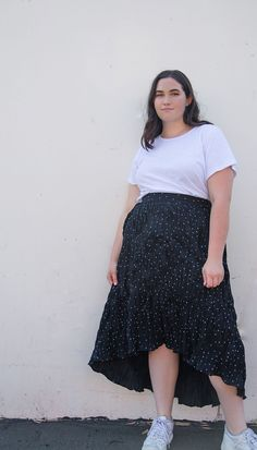 Plus size fashion · Kat is wearing the Easy Breezy Ruffle Skirt in Crinkle Dot and the Perfect Tee in White. Ori is a contemporary plus size brand designing modern essentials with thoughtful technical design and premium fabrics. Plus Size Tees, Plus Size Brands, Plus Size Skirts, Moda Plus Size, Plus Size Model, Plus Size Fall Outfit, Plus Size Outfits, Blouse And Skirt, Dress Skirt