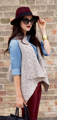 .want a pattern for this knit and love the lipstick colour