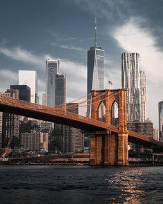 One World Trade Center with Brooklyn Bridge💙🗽 New York City, Brooklyn New York, Bridge Wallpaper, City Wallpaper, Puente New York, Brooklyn Bridge Pictures, Photographie New York, New York Photography, City Aesthetic