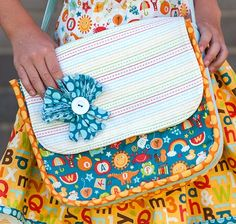 Misty's Messenger Bag featuring School Days fabric by Zoe Pearn for Riley Blake Designs #iloverileyblake #schooldays #zoepearn #backtoschool #abc #mistysmessengerbag #pieplatepatterns