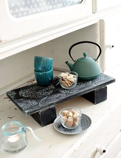 """DIY Idee: Vintage Tablett für Kekse und Co. aus meinem DIY Buch """"Chalky Chic"""". Weitere tolle DIY und Geschenk Ideen findest du auf www.homemadebypatricia.de"""