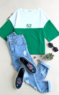 Color Block Number Embroidered T-shirt