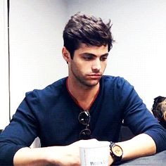 Matthew Daddario as Alec Lightwood Matthew Daddario, Shadow Hunters Cast, Magnus And Alec, Shadowhunters Tv Show, Cassandra Clare Books, Anthony Mackie, Alec Lightwood, The Mortal Instruments, Cute Guys