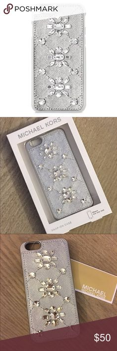 ✨NWT Michael Kors IPhone 6 Silver Saffiano Case✨ ✨NWT Michael Kors IPhone 6 Silver Saffiano Snap on Case✨ Michael Kors Accessories Phone Cases