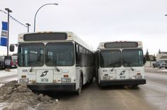 Nine taken to hospital after two Winnipeg Transit buses crash in the Maples - http://www.newswinnipeg.net/nine-taken-to-hospital-after-two-winnipeg-transit-buses-crash-in-the-maples/