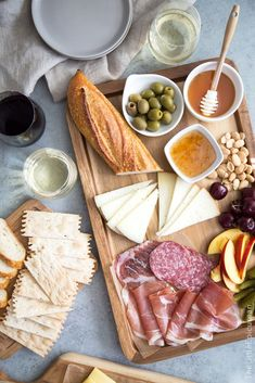 How-To-Charcuterie-and-Cheese-Board