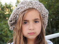 Two color handmade crechet  beret for girls by quiosquedetrapos, €18.00