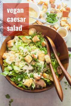 This vegan Caesar salad is made with crisp romaine lettuce, garlicky baked croutons and to-die-for rich and creamy cashew-based dressing. Diet Salad Recipes, Vegan Lunch Recipes, Salad Recipes For Dinner, Veg Recipes, Delicious Vegan Recipes, Whole Food Recipes, Vegan Meals, Vegan Food, Summer Recipes