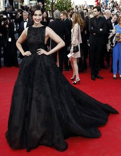 Cannes The red carpet face-off – Aishwarya Rai Bachchan Vs Sonam Kapoor 11f892573