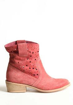 Love these boots...love pink !