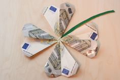 Lucky Clover Finale (Diy Geschenke Mann) - ways to give money - Diy Presents, Diy Gifts, Diy Birthday, Birthday Presents, Don D'argent, Boite Explosive, Diy Wedding, Wedding Gifts, Creative Money Gifts
