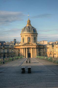 Good morning, Paris. Le Palais de l'Institut.