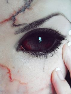 15 Scary Halloween Zombie Eye Makeup Looks & Ideas for Girls 2014 - Fashion Trends Halloween Zombie, Halloween Makeup, Halloween Contacts, Gif Kunst, Rinne Sharingan, Zombie Eyes, The Wicked The Divine, Angels And Demons, Special Effects