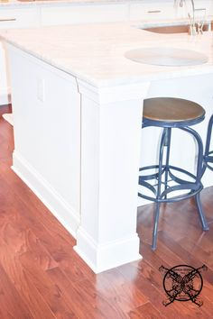 Want to Upgrade Your Kitchen Island? This is a super quick, inexpensive, easy weekend project, that provides a lot of character to an otherwise basic kitchen island by adding picture frame molding. Kitchen Island Molding, Diy Kitchen Cabinets, Painting Kitchen Countertops, Painting Cabinets, Basic Kitchen, Kitchen Corner, Picture Frame Molding, Kitchen Upgrades, Farmhouse Chic