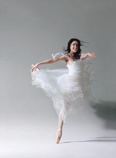 Wu Fei-fei from The Hong Kong Ballet. Photographer: Almond Chu.