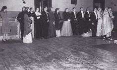 Edie Beale (seventh from the left) attends the wedding of a friend. To our dear Edith, with sincere affections. Edie Bouvier Beale, Edie Beale, Jackie O's, Jacqueline Kennedy Onassis, Gray Gardens, Documentary Film, Classic Hollywood, Wedding Pictures, Documentaries