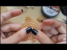 Aretes circular en cristales y mostacilla paso a paso - YouTube Diy Jewelry Videos, Jewelry Making Tutorials, Beading Tutorials, Handmade Jewelry Box, Handmade Necklaces, Seed Bead Jewelry, Bead Jewellery, Hand Embroidery Videos, How To Make Rings