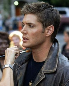 Have you seriously seen anyone as pretty as Jensen Ackles?