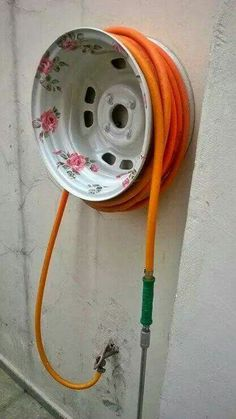 Paint an Old Tire Rim for a pretty Garden Hose Holder.these are the BEST Garden & DIY Yard Ideas! diy garden projects The BEST Garden Ideas and DIY Yard Projects! Outdoor Projects, Garden Projects, Diy Projects, Fire Hose Projects, Outdoor Crafts, Arduino Projects, Project Ideas, Garden Hose Holder, Water Hose Holder
