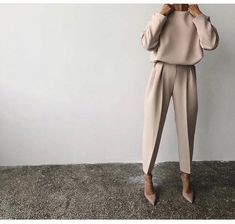 80 Latest Office & Work Outfits Ideas for Women Everything boils down to your dressing style! So, Ladies, it is time for you to pay close attention to your work and office outfits because they play… Fashion Mode, Office Fashion, Work Fashion, Fashion Looks, Fashion Trends, Trendy Fashion, Formal Fashion, Classy Fashion, Lifestyle Fashion