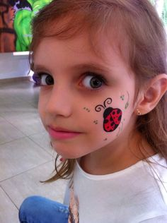 Joaninha face painting get the best free face painting tips ideas and guides Zombie Halloween Makeup, Zombie Makeup, Halloween Face, Horror Makeup, Face Painting Tutorials, Face Painting Designs, Painting Tips, Ladybug Face Paint, Princess Face Painting