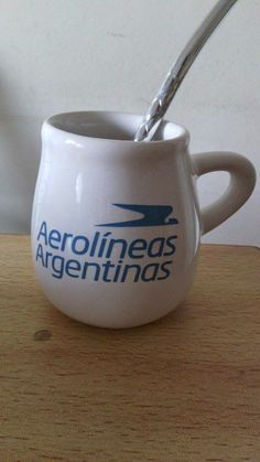 Calco vitrificable a un color del logo de Aerolíneas Argentinas para souvenir (foto cortesía de Graciela Fusaro)