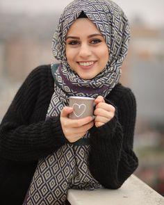 Hijab Style, Hijab Chic, Muslim Hijab, Muslim Dress, Hijab Dp, Muslim Girls, Muslim Women, Abaya Fashion, Muslim Fashion