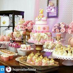 Nossa Festa Ursas Princesa#latelierrepost #Repost @hojevaiterfesta ...Festa de ursinha princesa por --> @latelierfestas !! Muito fofo esses doces! #decor #decoração #mesadedoces #festasmeninas #festaursinhos #girlsparty #bear #decoraçãoinfantil #love #cute